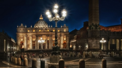 EHkskursiya-nochnoj-vatikan-muzei-Vatikana